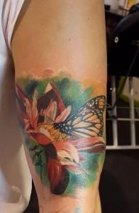 Realistisches, buntes Schmetterlings-Tattoo von unserem Sandy Lee