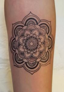 Florales Mandala Ornamentmuster-Tattoo