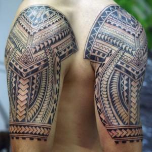 Polinesische Tätowierung #10 mit erkennbar europäischen Einflüssen und Elementen von unserem Künstler Lutz