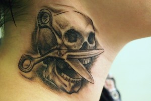 "Gut schattiertes Black & Grey-Tattoo ""Skull & Scissor"""