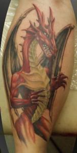 Rotes Drachen-Tattoo aus dem Tattoostudio INKerei in Dresden
